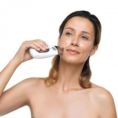 ?Usado em conjunto com produtos como os nossos Galvanic Facial Gels with ageLOC e Tru Face Line Corrector, o Galvanic Spa atua sobre os sinais visíveis do envelhecimento da pele na sua origem. ?As rídulas finas e as rugas são atenuadas, a tez torna-se fre